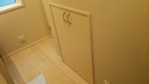 階段下収納開き戸